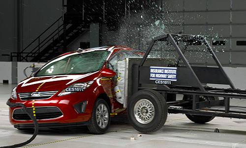 Названы самые безопасные автомобили по версии IIHS