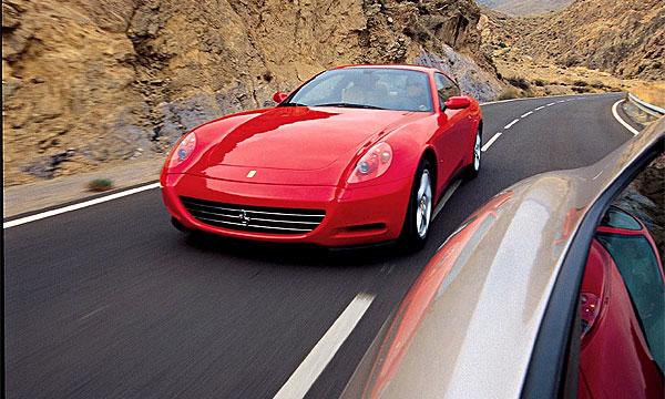 Ferrari устроила покатушки по всему Китаю