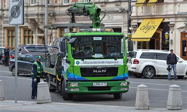 В Москве все эвакуаторы оборудуют видеорегистраторами