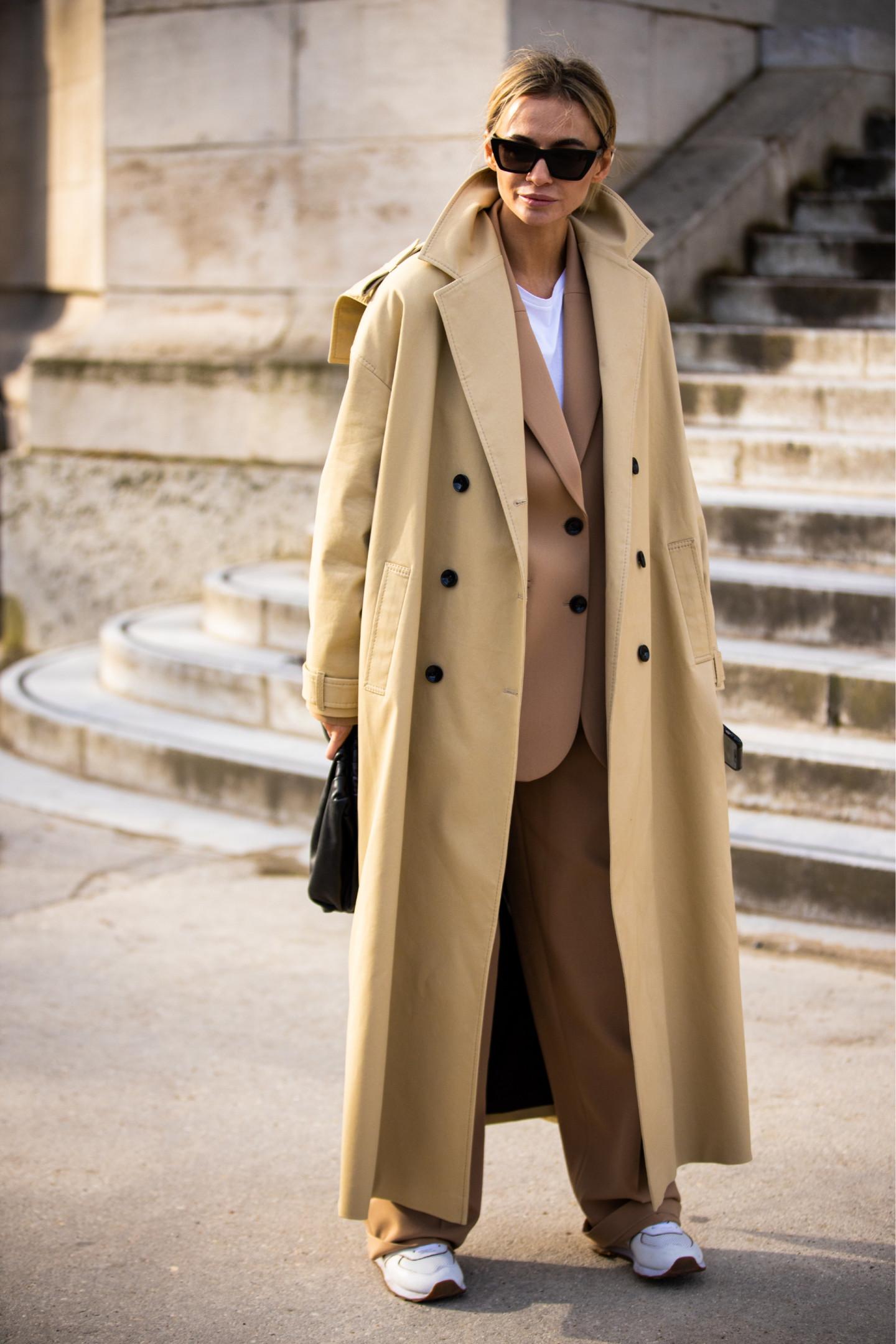 Сочетание костюма с пальто