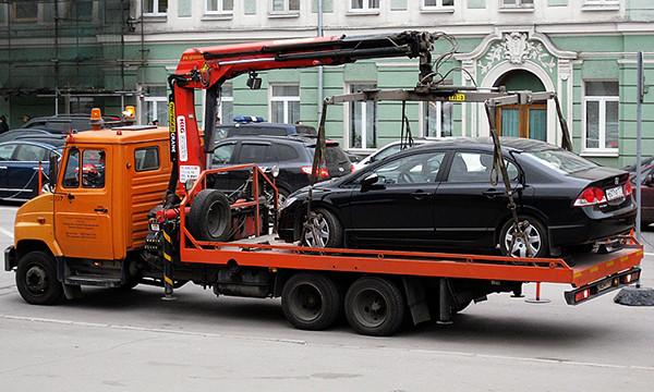 Служба платной эвакуации вывезла 64 тысячи автомобилей
