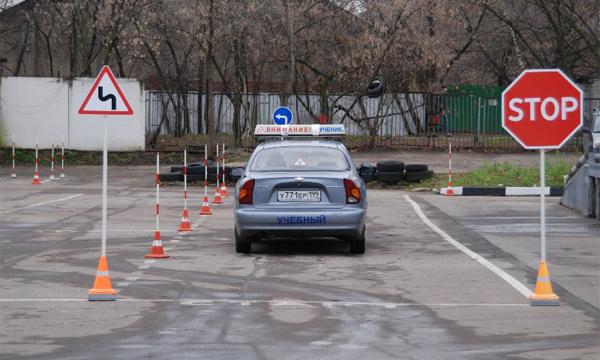 ГИБДД опубликовала список легальных автошкол