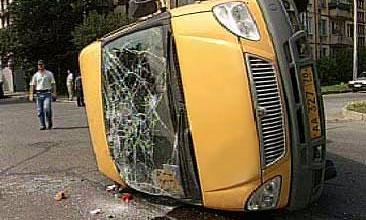 В Нижнем Новгороде перевернулось маршрутное такси