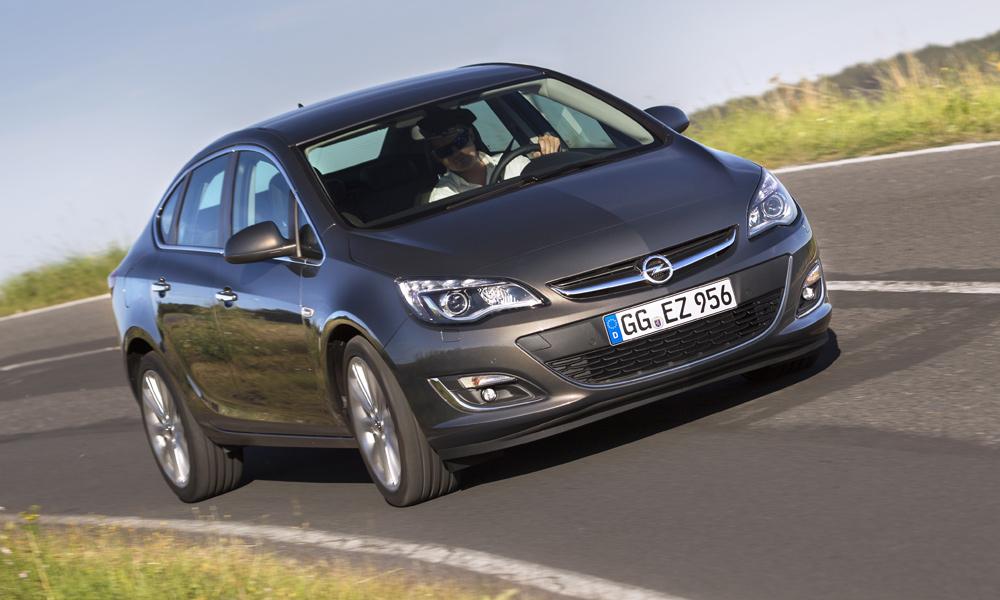 Из хэтчбеков в седаны: тест-драйв Opel Astra