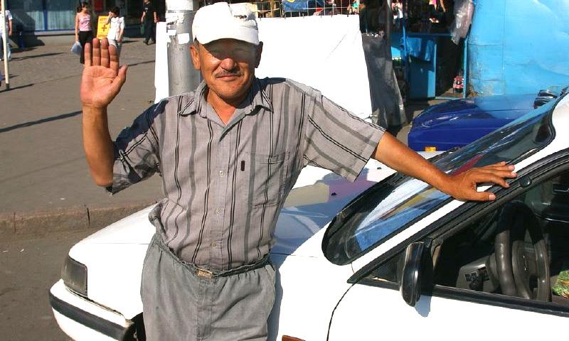 Казахстанским водителям разрешили пить кумыс за рулем