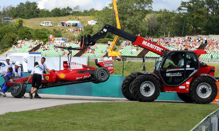 В ходе заездов перед венгерским этапом Формулы-1 в шлем 28-летнего Массы попал элемент подвески, сорвавшийся с машины Рубенса Баррикелло