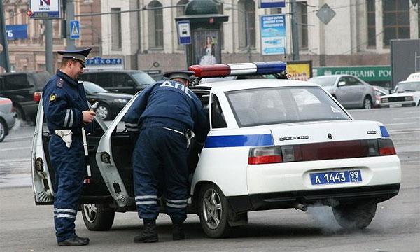 ДПС заставила активистов снять псевдомигалки с машин