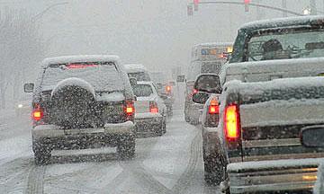 На трассе Е-95 снегопад вызвал 25-километровую пробку