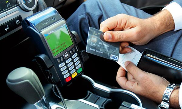 Московских таксистов обяжут принимать кредитные карты