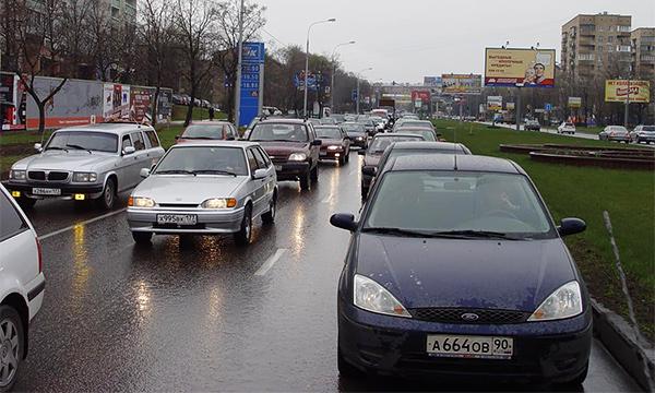 Власти Москвы хотят увечить штраф за езду без глушителя