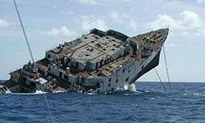 У берегов Аляски тонет корабль