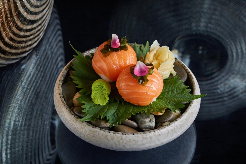 Суши-болл с лососем