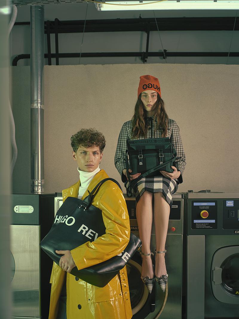 На Виктории: жакет, юбка, сумка, туфли — все Dior (бутик Dior); шапка HUG (ТРЦ «Метрополис»)  На Илье: водолазка, плащ, сумка — все BOSS (ГУМ); брюки Boggi Milano (ТРЦ «Афимолл Сити»)