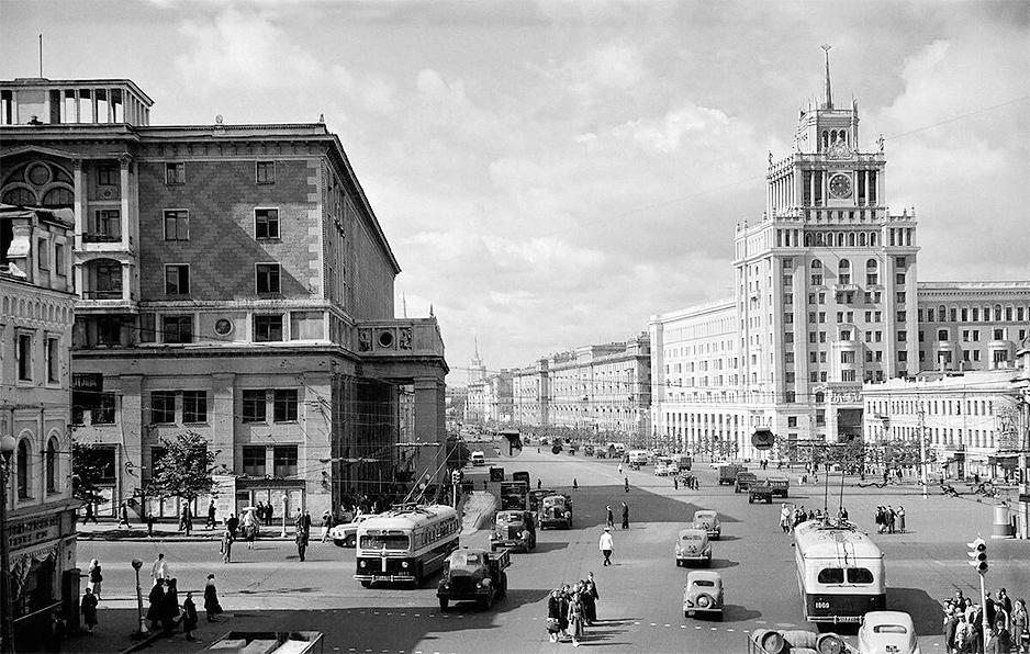 Триумфальная площадь (архивная фотография)