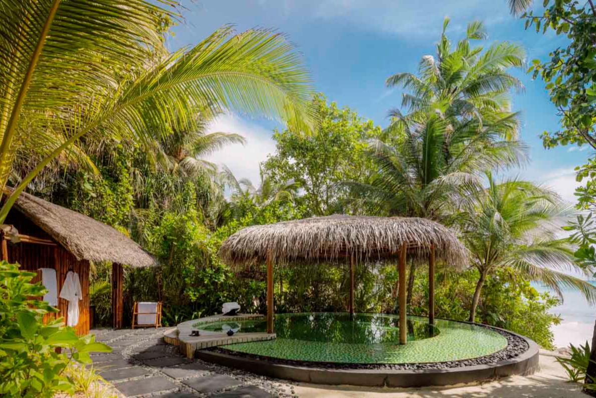 Бассейн в спа-центре на курорте One&Only Reethi Rah (Мальдивы)