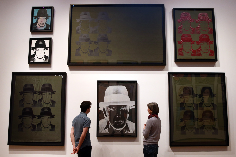 Энди Уорхол.«Портрет Йозефа Бойса». Стенд Gagosian Gallery на ярмарке FIAC, 2015 г.