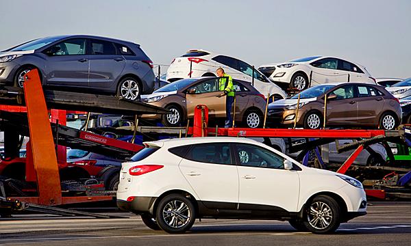 Импорт легковых автомобилей в Россию с начала года сократился на 45,4%