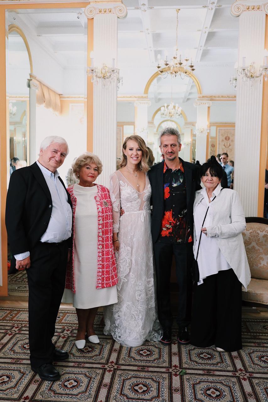 Ксения Собчак и Константин Богомолов с родителями