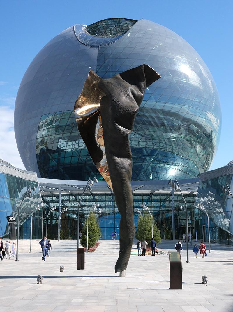 Бронзовая скульптура Unfurling Energy, Астана