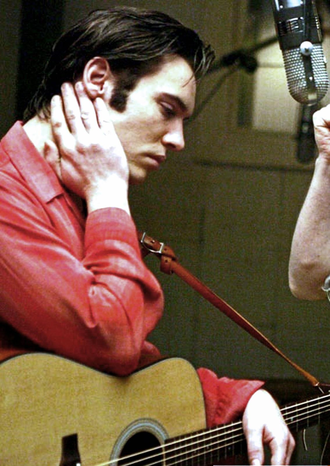 Джонатан Риз Майерс в фильме «Элвис. Ранние годы», 2005