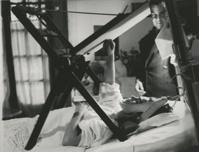 Фрида Кало на растяжке. 1940 год