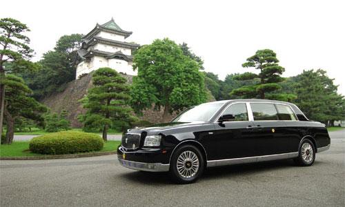 Toyota подарила императорской семье новый лимузин