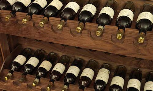 Автомобиль принца Чарльза заправляют вином