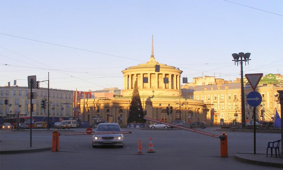 В Петербурге на месяц ограничили движение у м. Площадь Восстания