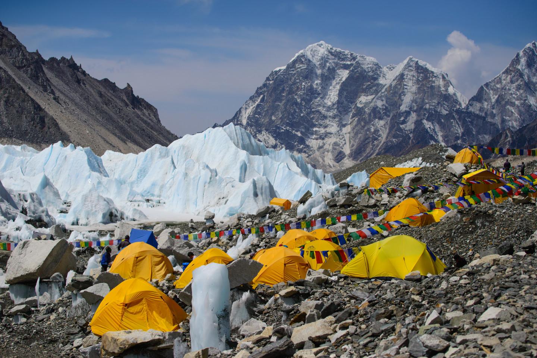 Палаточный лагерь у подножия Эвереста