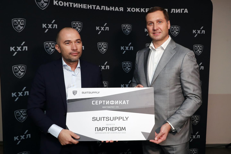 Эрнаст Царьков, представительSuitsupply в России, и Алексей Морозов, президент КХЛ