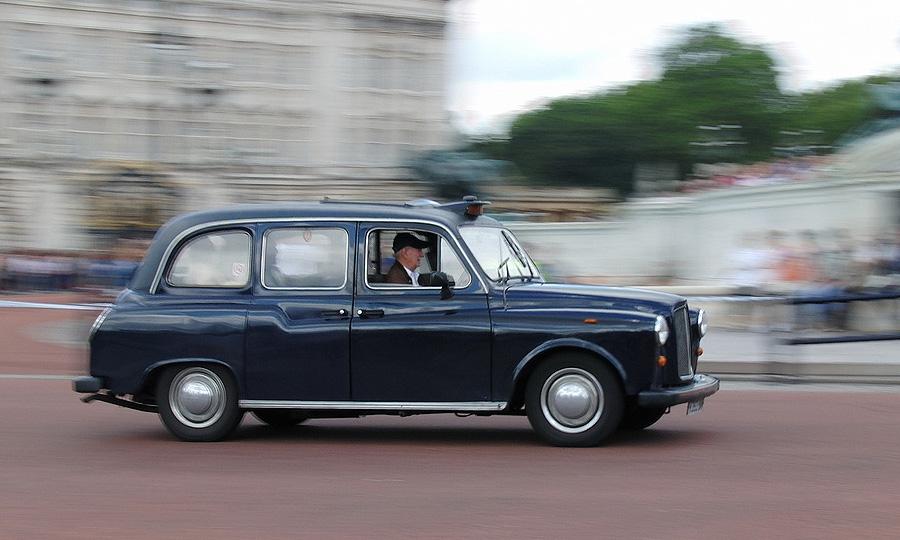 Британский таксист заработал 3000 долларов за поездку