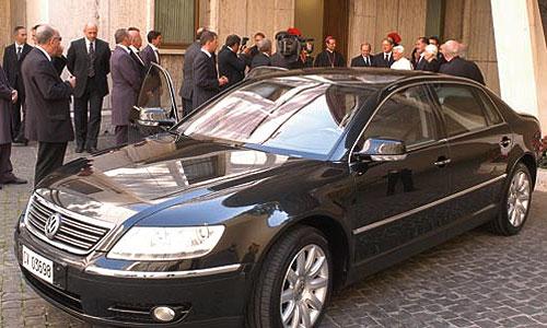 Гараж Папы Римского пополнится Volkswagen Phaeton