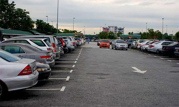 Бесплатную парковку отменят после отпусков