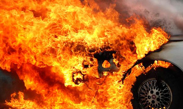 При пожаре не автостоянке в Смоленской области пострадали 60 автомобилей