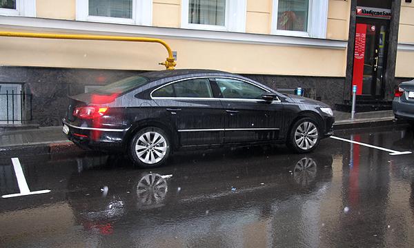 Размер парковочных мест в Москве сократят на метр