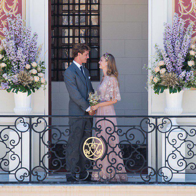 Пьер Казираги и Беатриче Борромео в платье Valentino на своей свадьбе в Княженском дворце Монако, 2015