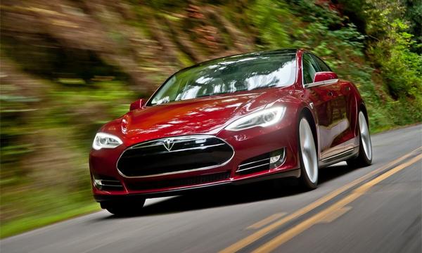 Tesla научит автомобили ездить без водителя через три года