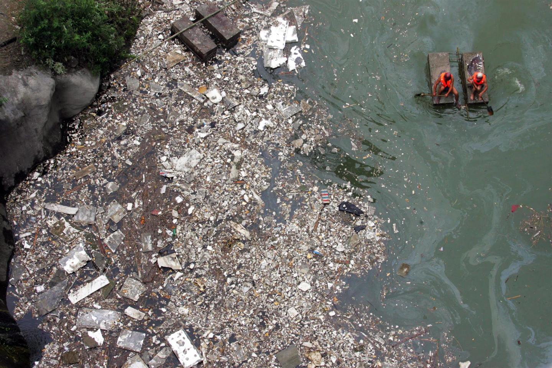 В Китае каждый год около 1,5 млн тонн пластиковых отходов попадают в реку Янцзы, а затем в Желтое море