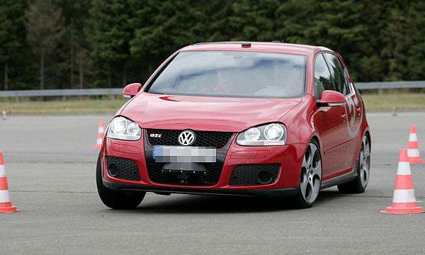 На тестовом полигоне Volkswagen прошли испытания автомобиля-робота на базе Golf