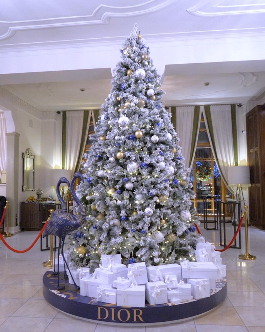 Елка Dior в отеле «Астория»