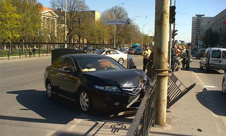 С начала года водители разнесли 10 км ограждений в Москве