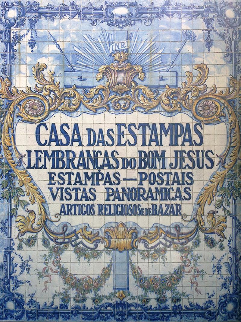Португалия запоминается открыточными видами и нарядной архитектурой: здесь даже вывески сувенирных магазинов похожи на произведения искусства