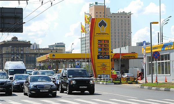 Заправка с желтой карточкой: что будет с ценами на бензин