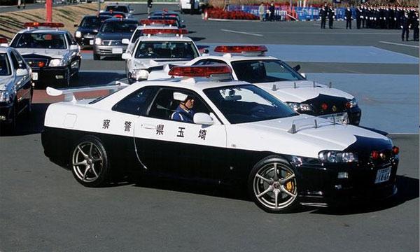 Автомобили полиции Токио сделают заметными для туристов