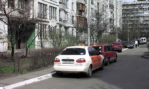 В московских дворах появится 11 000 парковочных мест