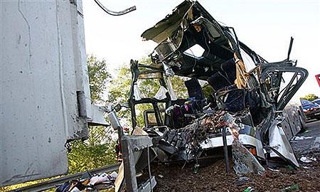 На Киевском шоссе автобус врезался в КамАЗ