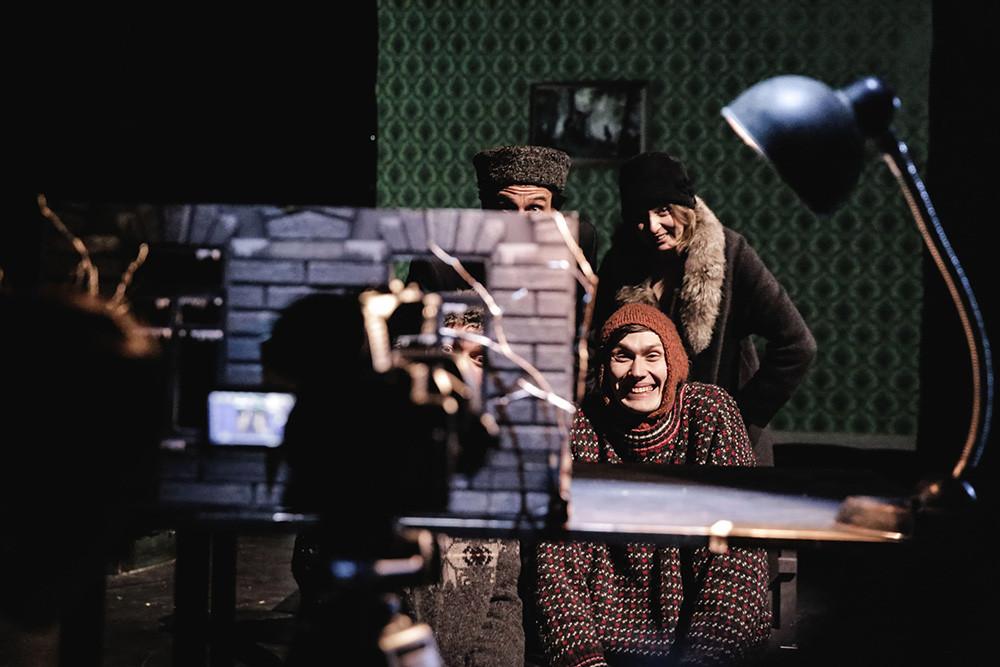Сцена из спектакля «Чук и Гек»
