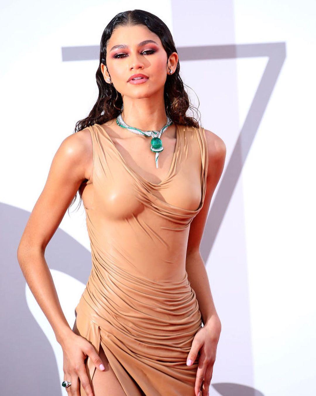 Зендея в платье Balmain и украшениях Bvlgari на премьере фильма «Дюна» в рамках Венецианского кинофестиваля, 2021