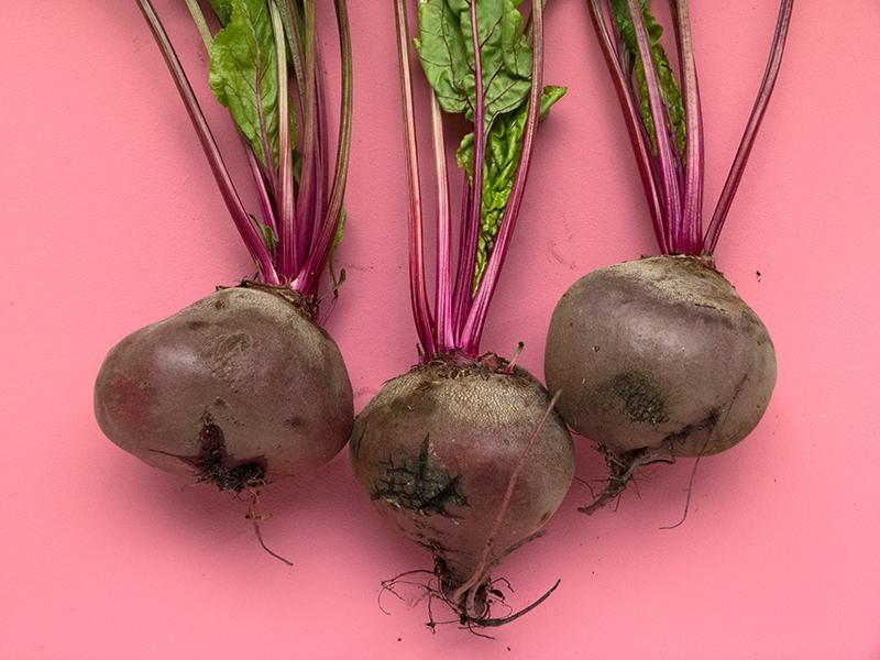 Детям клетчатку можно предлагать в виде сырых овощей