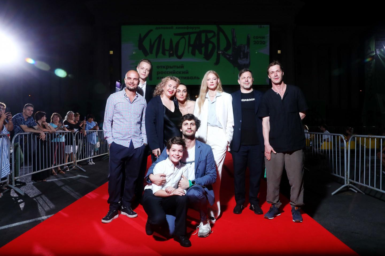 Команда фильма «Скажи ей» на красной дорожке фестиваля «Кинотавр», сентябрь 2020